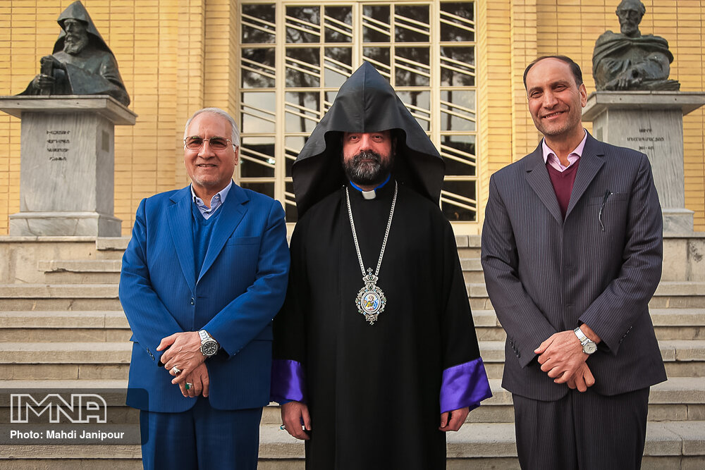 دیدار مدیران شهری با اسقف ارامنه اصفهان