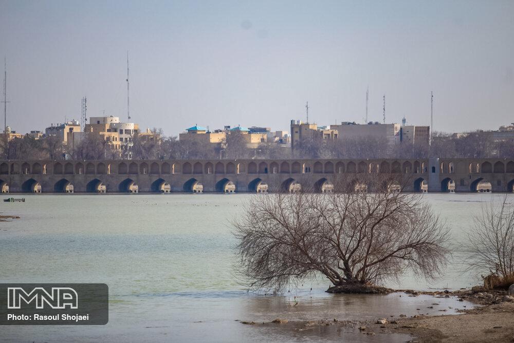 از پریدن در رودخانه تا انفجار در نمایشگاه خودروهای سنگین اصفهان
