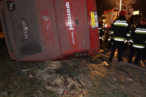 برخورد اتوبوس با کامیون ۹ کشته و زخمی بر جای گذاشت