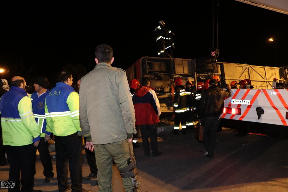 جزئیات تصادف اتوبوس با تریلر در آزادراه کاشان_قم