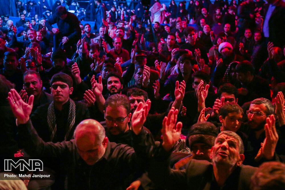 مراسم عزاداری شب شهادت حضرت زهرا (س) در گلستان شهدای اصفهان