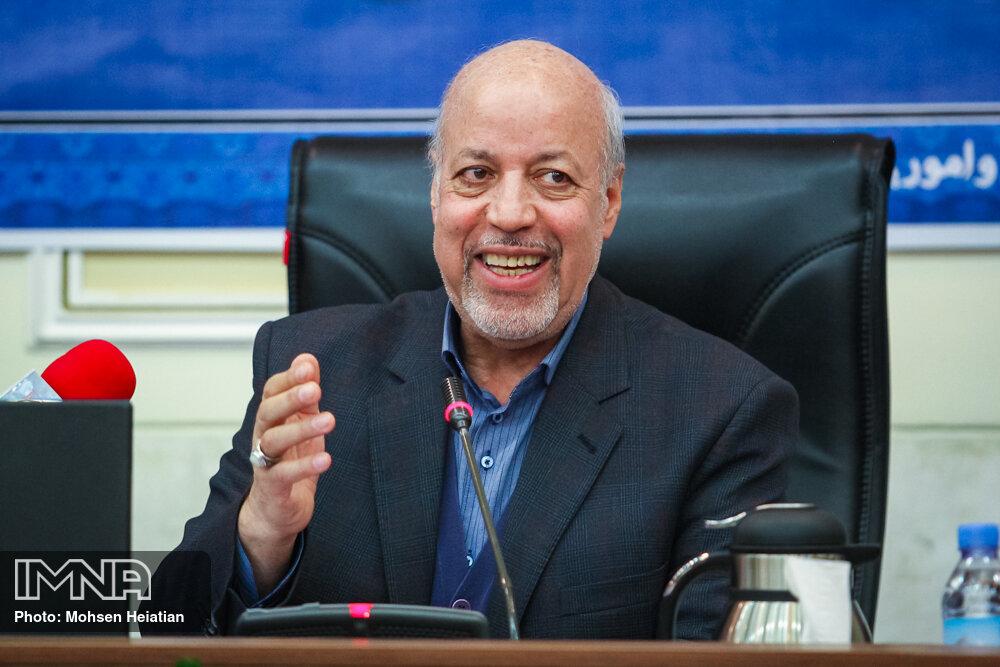 پیشرفت صنایع اصفهان نباید سلامتی مردم را به خطر اندازد
