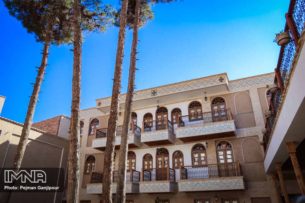 حداقل نیمی از کارکنان هتلهای اصفهان بیکار شدند