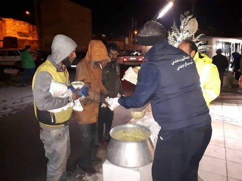 طرح اعتمادسازی بین معتادان متجاهر برای استفاده از گرمخانههای شهرداری