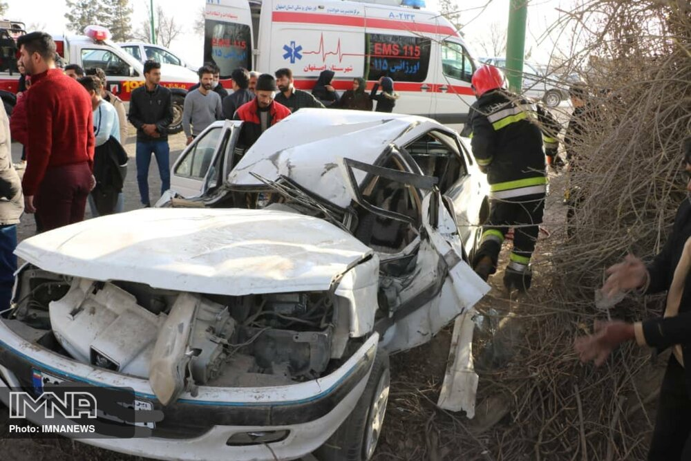 دو جوان ۱۹ ساله در نجف آباد بر اثر واژگونی خودرو جان باختند