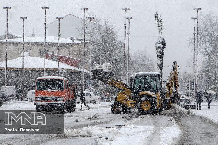 استفاده از ۱۴۲ دستگاه ماشین در عملیات زمستانی شهرداری زنجان