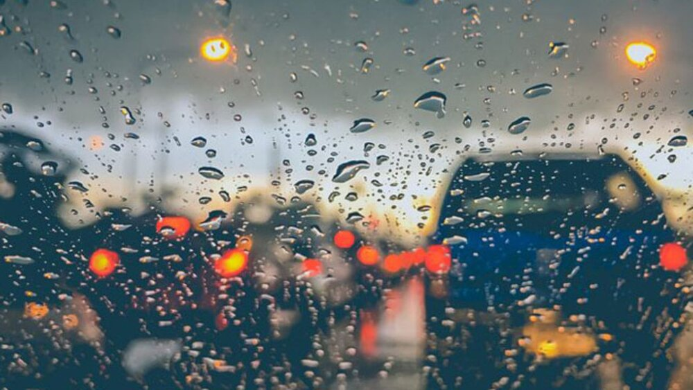 در روزهای بارانی ایمن برانید