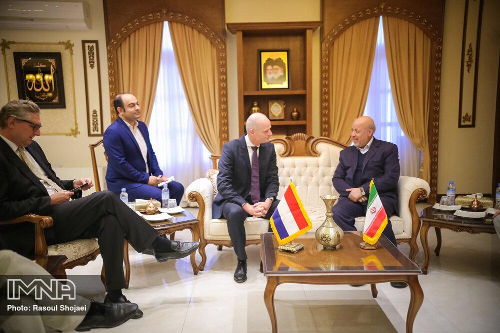 استاندار اصفهان با وزیر امور خارجه هلند دیدار کرد