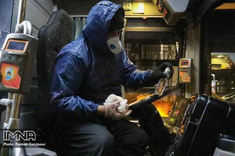 ضدعفونی شبانه اتوبوسهای شهر اصفهان توسط نیروهای متخصص