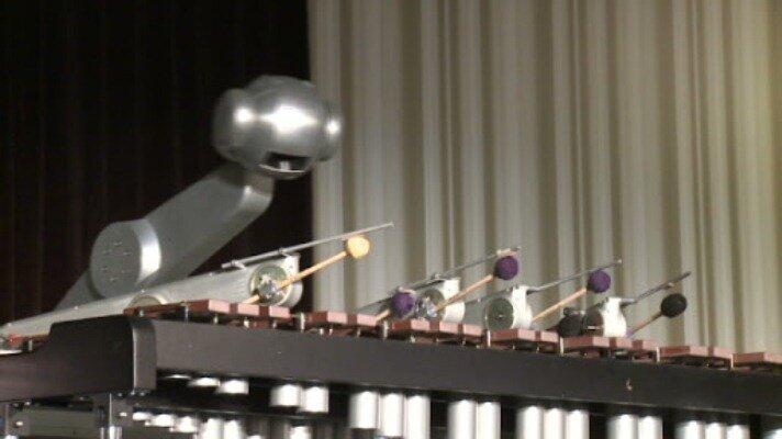 اجرای کنسرت توسط روبات خواننده!