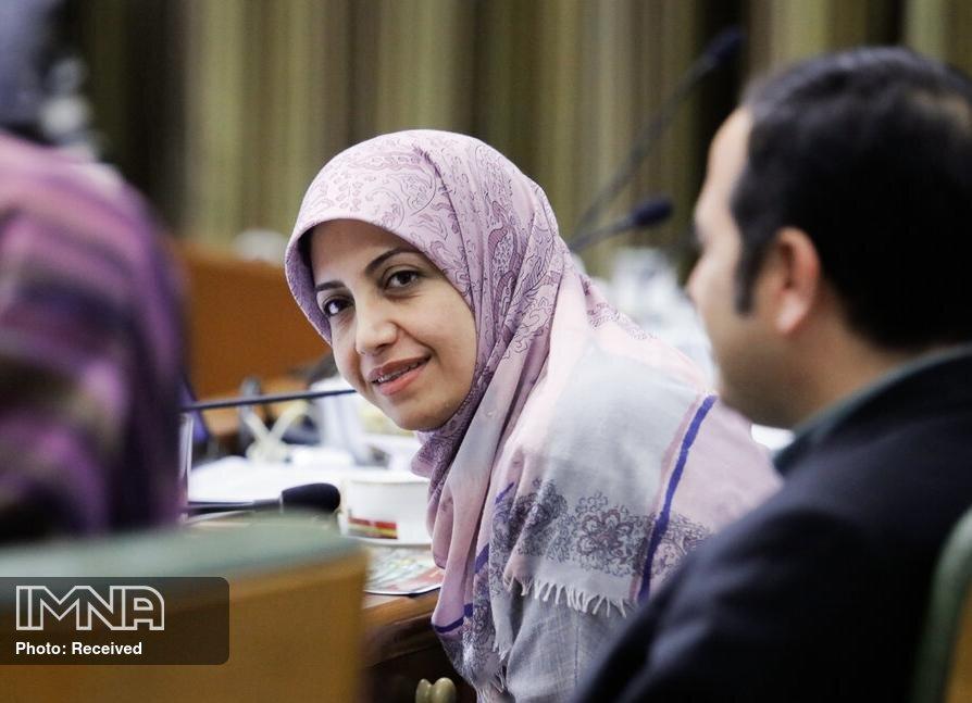 فخاری: ادارات تهران را تعطیل کنید