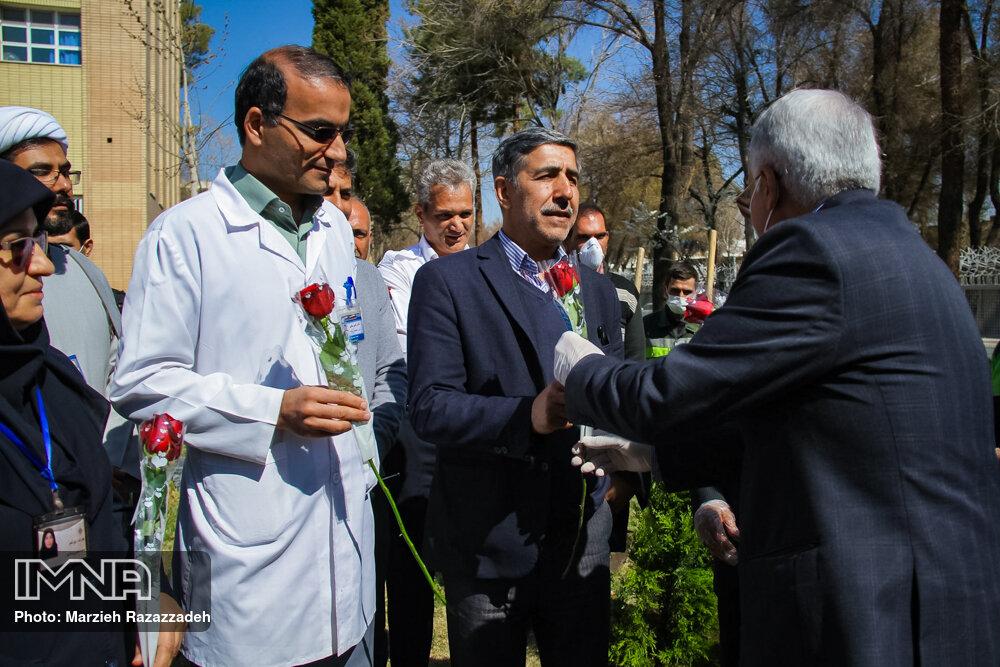 از خانواده دکتر گلشن و ویانا محمدی تقدیر شد
