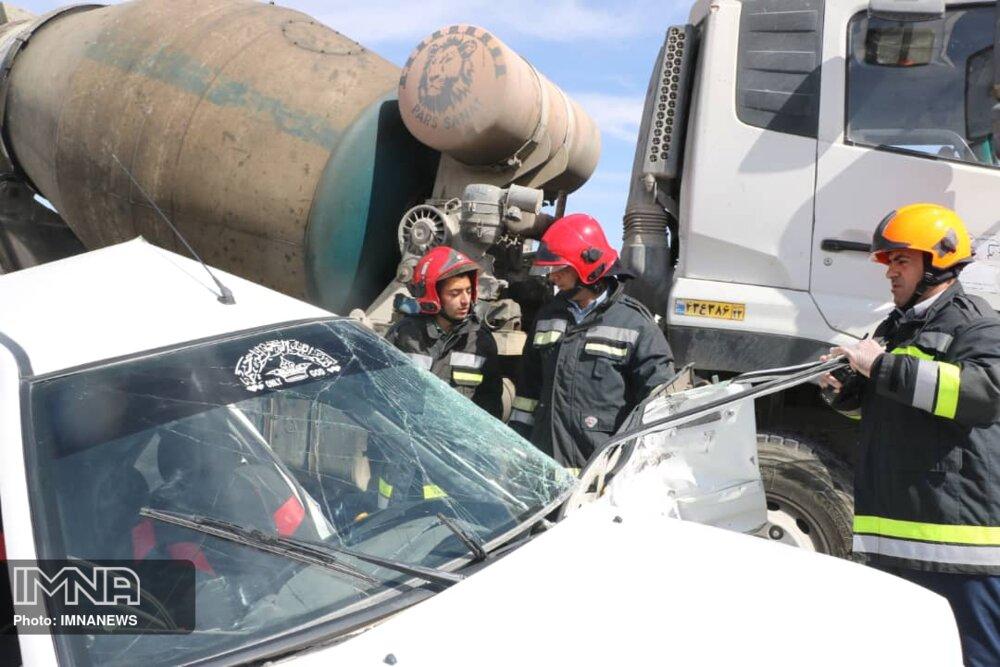 نشت بنزین از خودروی پراید در پل شهرستان