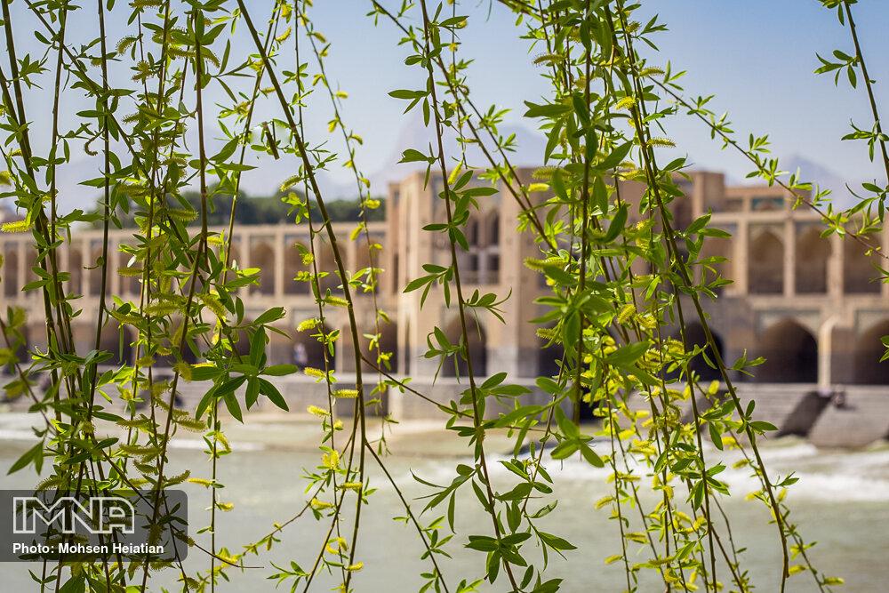 """کیفیت هوای اصفهان """"قابل قبول"""" است"""