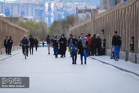 اصفهان بیشترین آمار شیوع کرونا را دارد اما همچنان مردم این بحران را جدی نمی گیرند