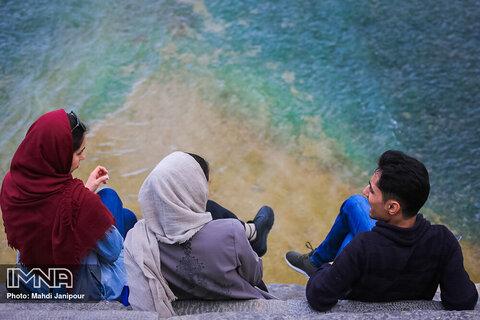 بی تفاوتی به بحران کرونا در حاشیه رودخانه زاینده رود