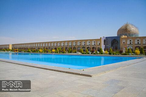 A walk through deserted Isfahan