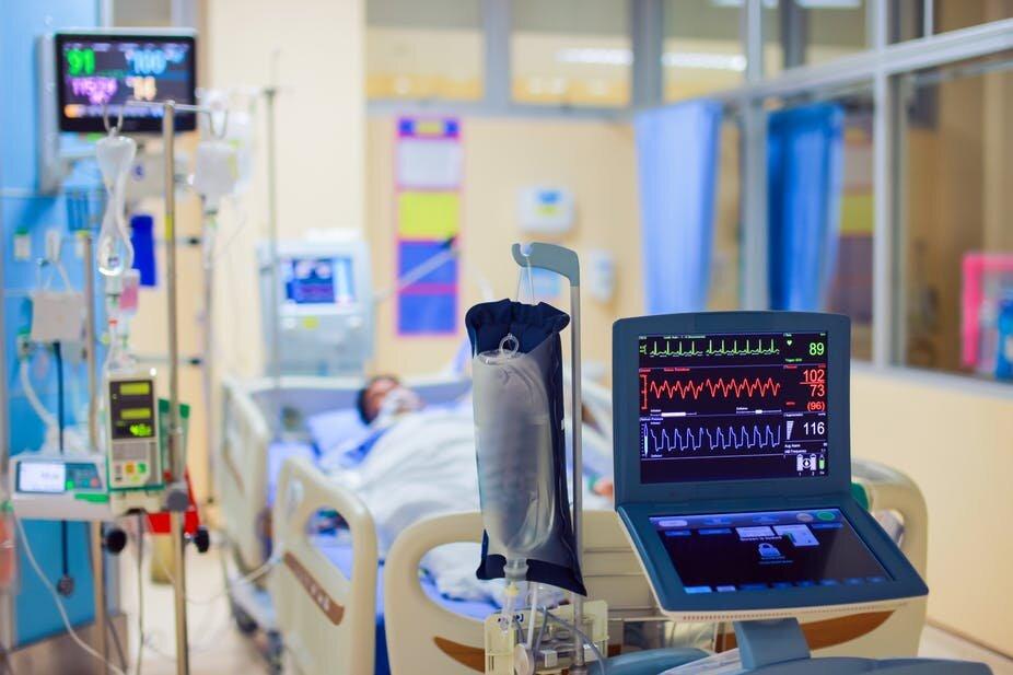 ارسال بیش از ۲۵۰ ونتیلاتور و ۵۰۰ تخت به دانشگاههای علوم پزشکی