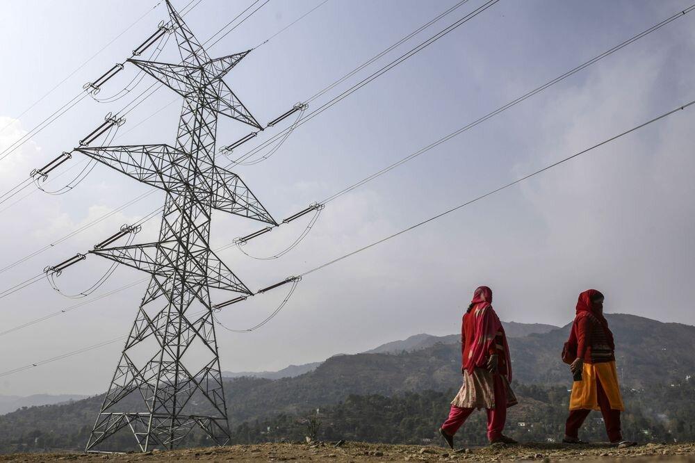 بهسازی ۲۷۰۰ متر از شبکههای فرسوده برق بوئین میاندشت