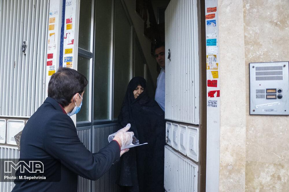 توزیع مواد ضدعفونی بین شهروندان صومعهسرا