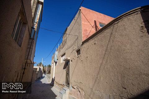 کوچه های باریک و سازه های قدیمی هنوز در این محله به وضوح دیده می شود.