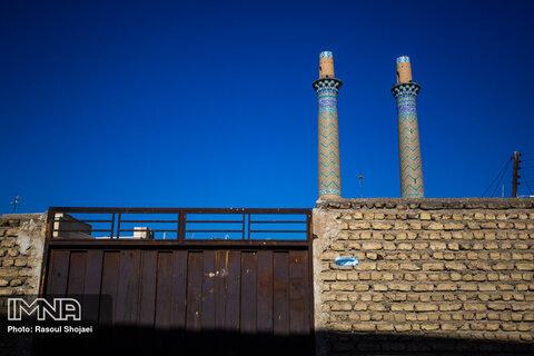 جویباره در دوره های بعد از اسلام یکی از محله های شهر اصفهان شد و در دوران سلجوقی مرکزیتی برای شهر پیدا کرد که وجود آثار تاریخی کهن همچون منار ساربان و منار چهل دختران روشنگر این موضوع است .