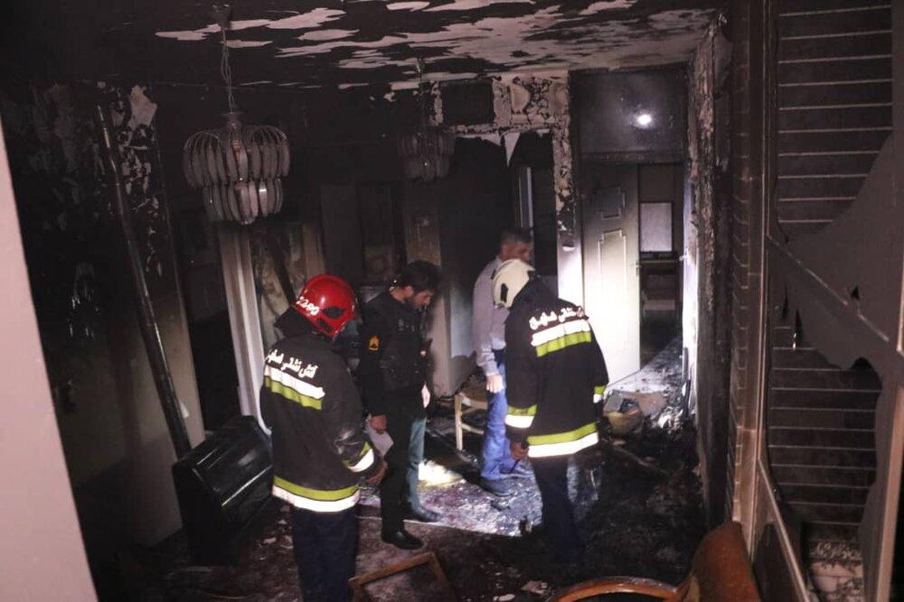 آتش سوزی در طبقه چهارم ساختمانی در خیابان صائب