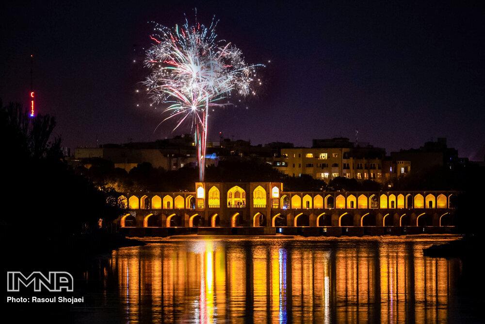 نورافشانی در اصفهان به مناسبت جشن نیمه شعبان