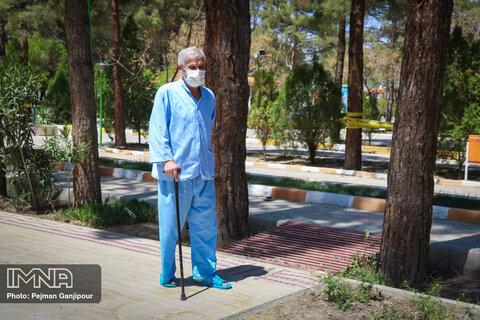 انتقاد از تعلل در تزریق واکسن کرونا در مراکز سالمندان برخی استانها