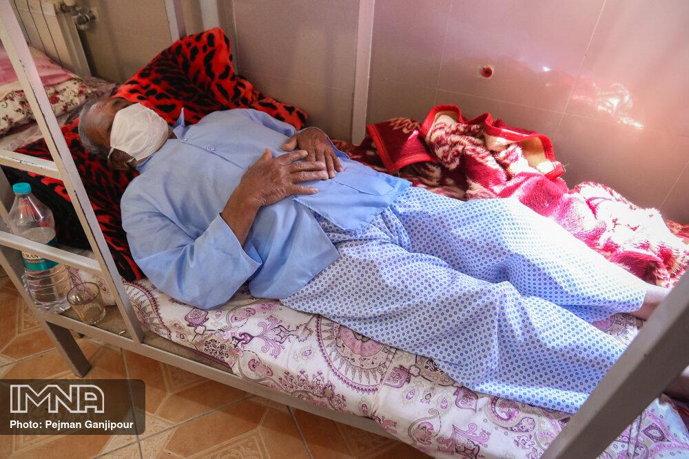 بستری ۴۸ بیمار مبتلا به کرونا در فریدونشهر/ ظرفیت تختهای بیمارستان تکمیل است