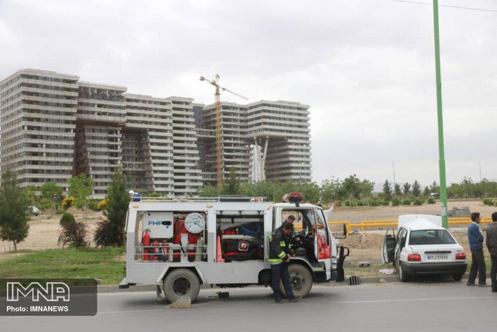 واژگونی پراید در میدان شهید قوچانی+ عکس