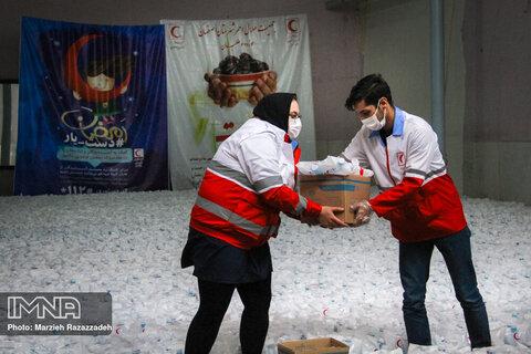 با تکیه بر داوطلبان هلال احمر در امدادرسانی پیشگام هستیم