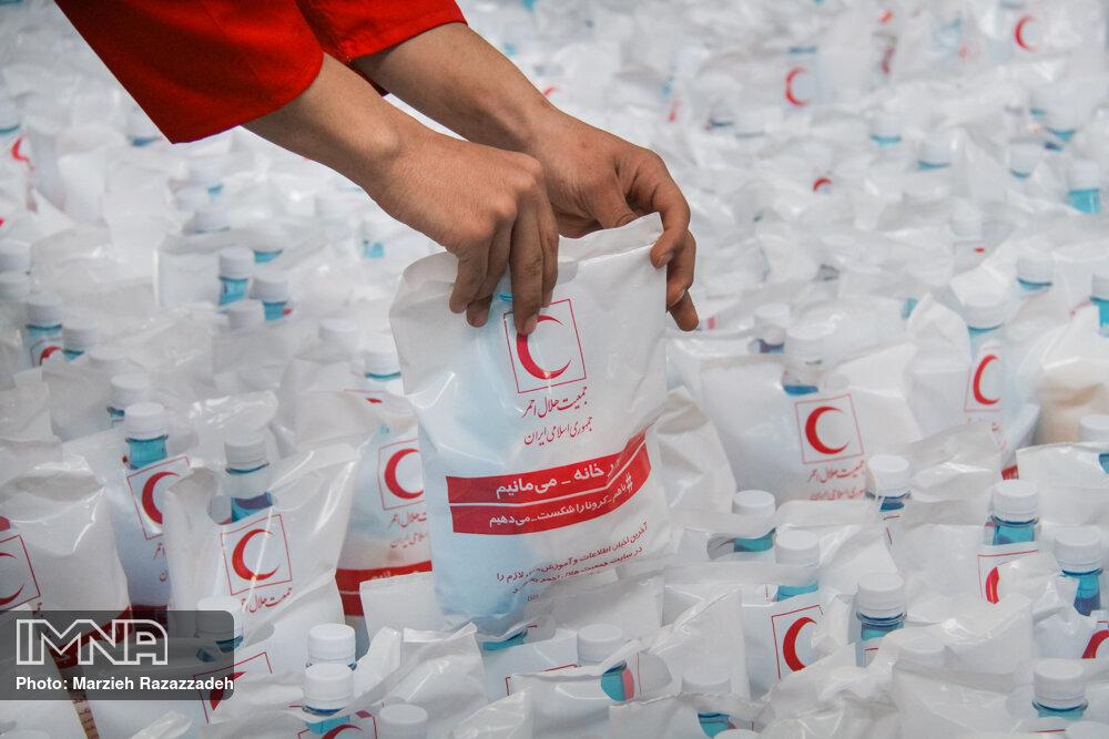 کمک ۴۰۰ میلیون ریالی خیر  اصفهانی به بانک امانات تجهیزات پزشکی هلال احمر