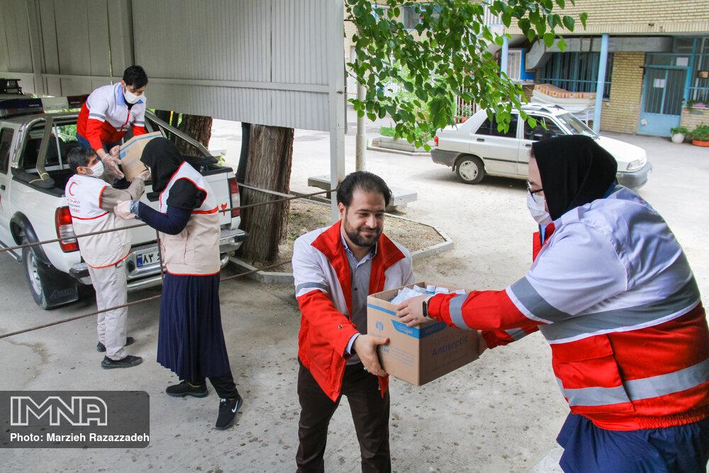 توزیع سه هزار پرس غذای گرم بستهبندی شده بین نیازمندان