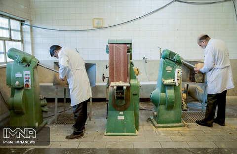 دستگاه های مورد نیاز ساخت پروتز پا اره گیبسون بر و سمباده تخت است