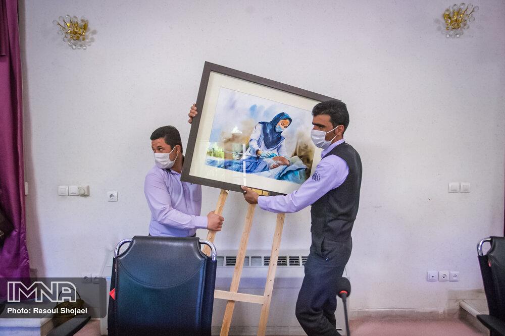 رونمایی از نقاشی آبرنگ «پرستار» اثر هنری استاد مطیع