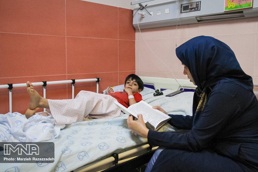 مراسم شب قدر در بیمارستان امام حسین (ع)