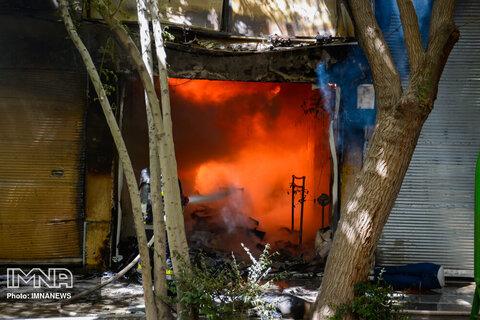 آتش سوزی در کارخانه دخانیات اصفهان