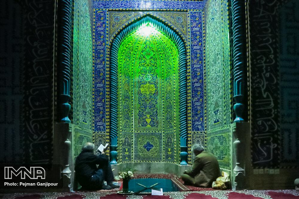 مراسم احیای شب بیست و یکم ماه رمضان در مجموعه تخت فولاد