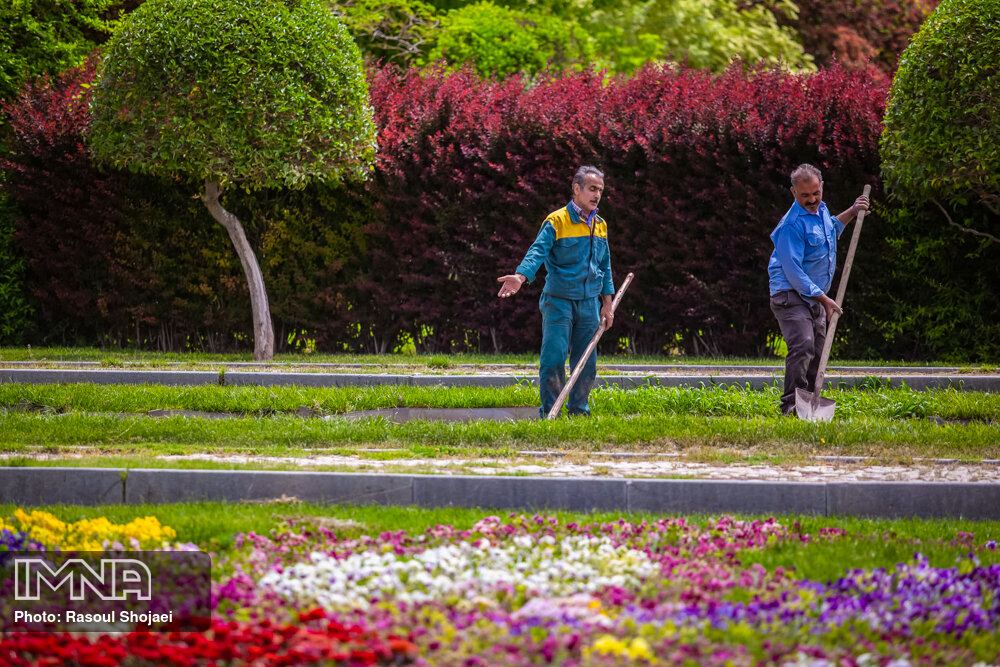 Isfahan welcomes spring with city-wide cleanup of public spaces