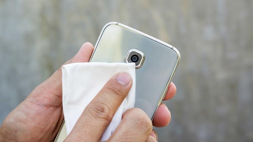 کدام محلولها برای ضد عفونی تلفن همراه مناسب نیست؟