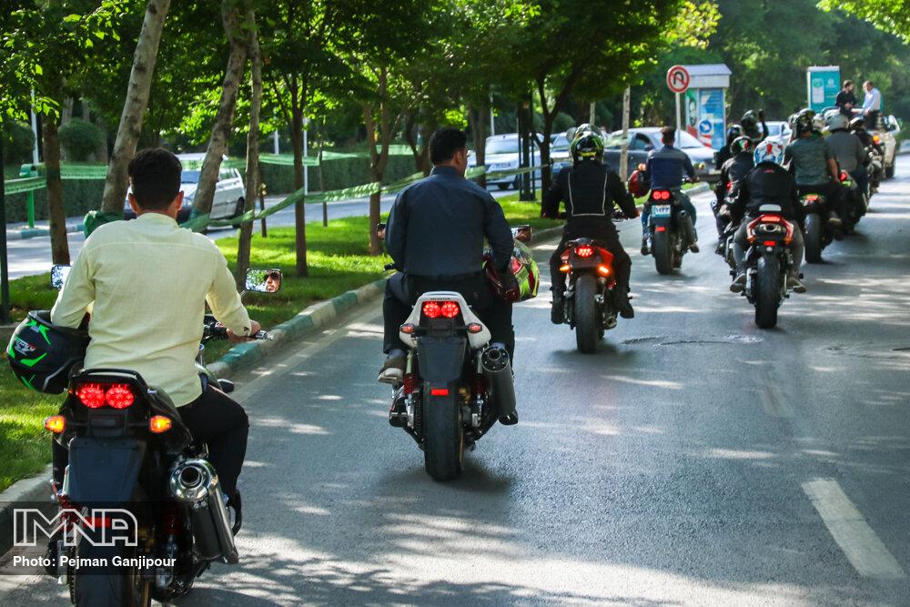 بیتوجهی نسبت به حفظ جان شهروندان در تردد موتورسیکلتها