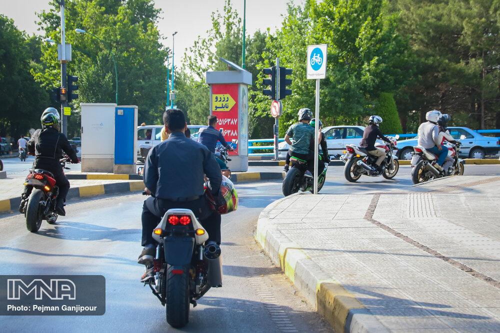اختصاص تبلیغات شهروندی اصفهان به موضوع «موتور سوار»