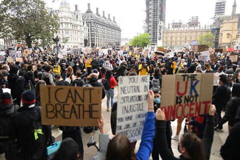 معترضان به نژادپرستی در سراسر انگلیس تظاهرات کردند