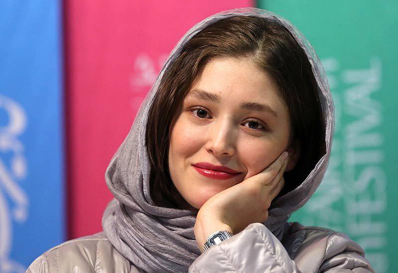 فرشته حسینی: چرا خواهرم نمیتواند در کشوری که به دنیا آمده سیم کارت داشته باشد؟
