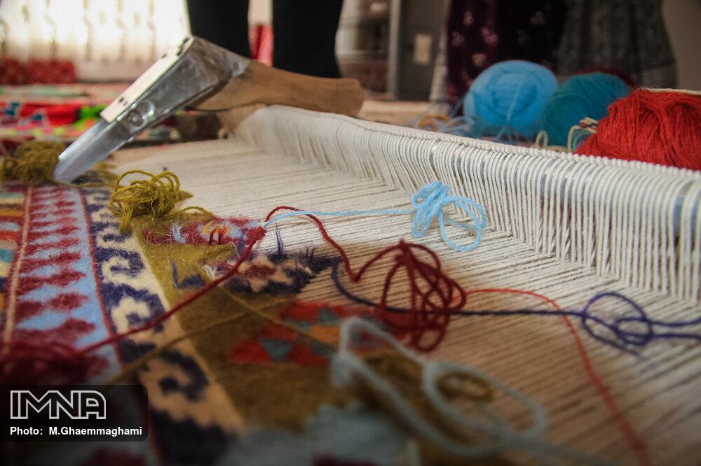 تشکلها حلقه واسط بین تولید و آموزش صنایع دستی