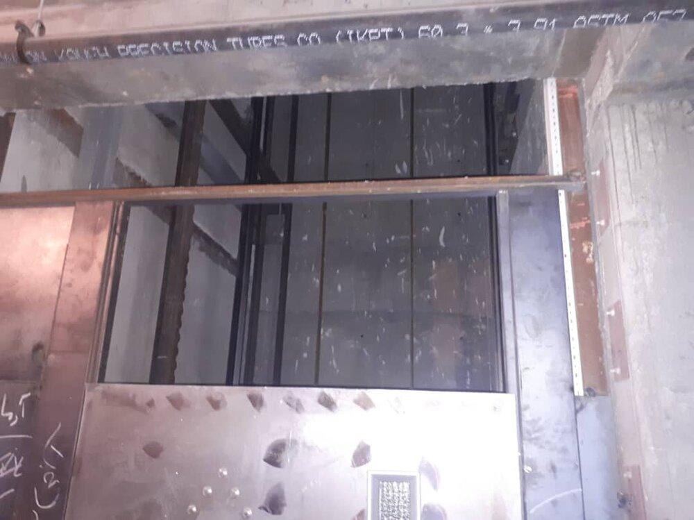 سقوط کارگر ۱۸ ساله در چاهک آسانسور