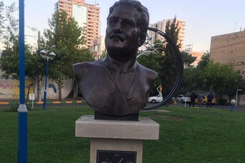 تندیس محمد خادم در مشهد نصب شد