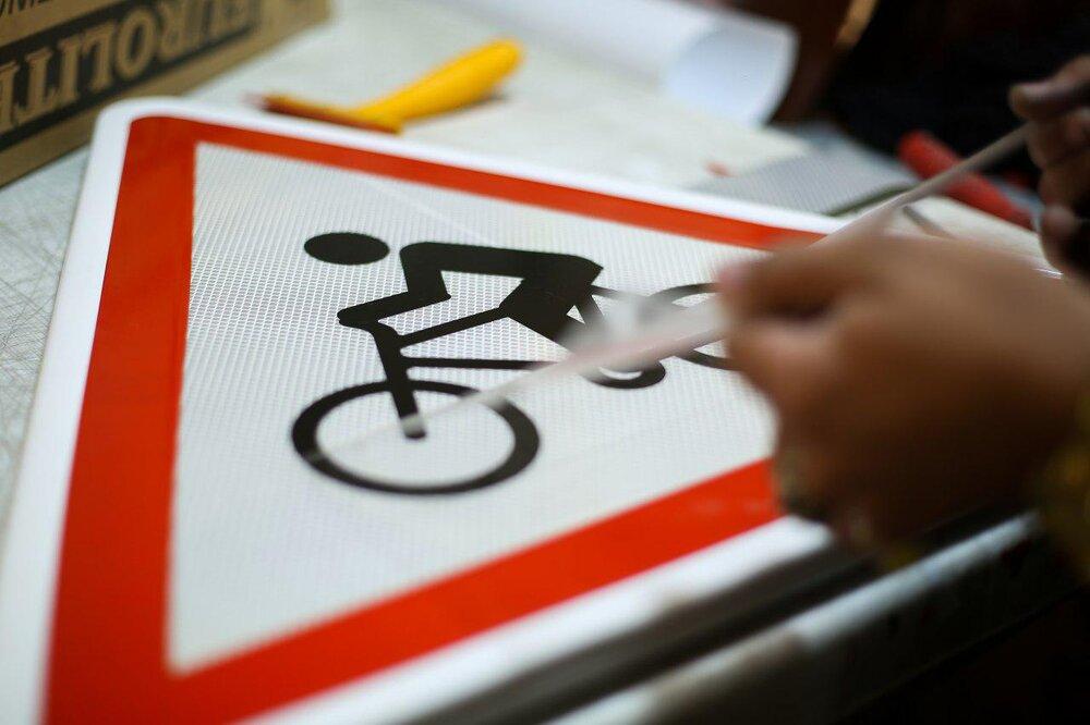 نصب بیش از ۹۰ درصد تابلوهای راهنما و علائم ترافیکی در شیراز