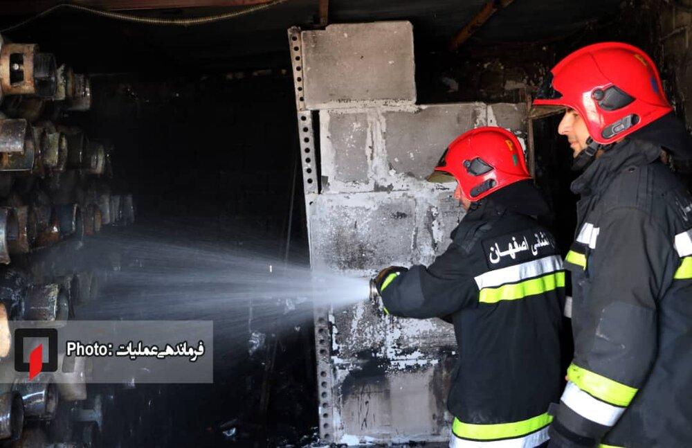 انفجار در مغازه شارژ کپسول گاز در جاده انرژی اتمی اصفهان+عکس